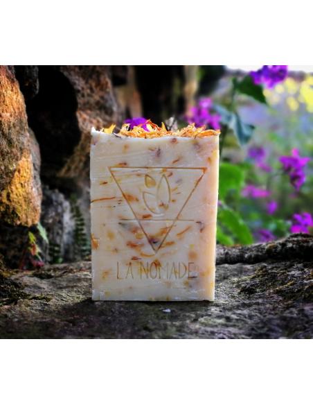 """Savon artisanal """"le Végétal"""" aux huiles essentielles, Calendula & fleur d'oranger fabriqué en France avec Amour par La Nomade"""