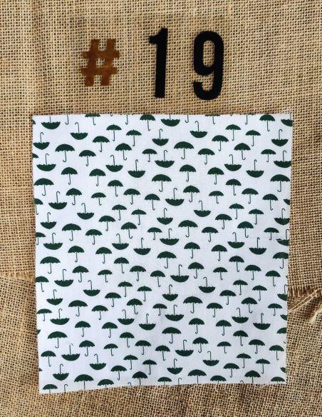 Tissu motifs petits parapluies verts fond blanc pour Sac à vrac berlingot par l'échoppe de Nine