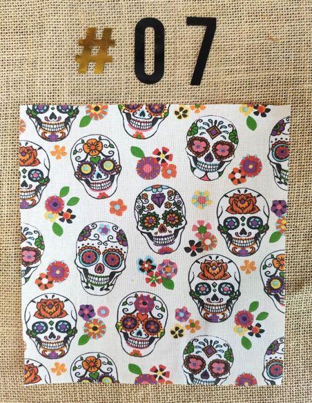Tissu motif têtes de mort colorées fond écru pour Pochette personnalisable par l'échoppe de Nine