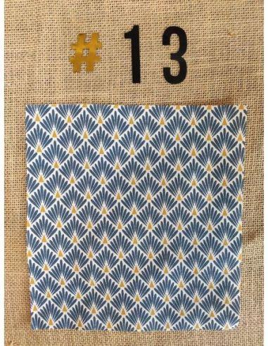 Tissu motifs graphiques blancs & bronze fond bleu pour Pochette personnalisable par l'échoppe de Nine