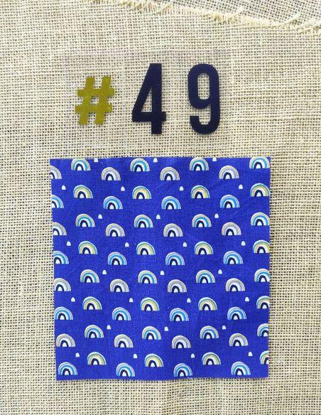 Tissu motifs arc en ciels fond bleu marine pour Pochette personnalisable par l'échoppe de Nine