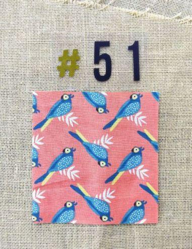 Tissu motifs perroquets fond corail pour Pochette personnalisable par l'échoppe de Nine