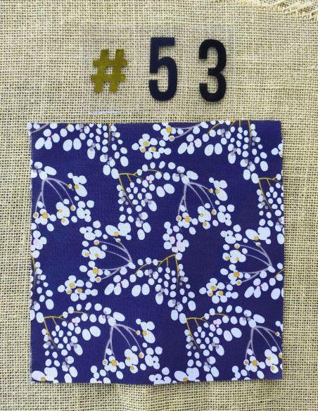 Tissu motifs inspiration japonaise fond bleu marine pour Pochette personnalisable par l'échoppe de Nine