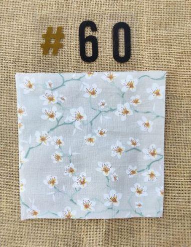 Tissu motif fleurs de cerisier blanches fond gris clair pour Pochette personnalisable par l'échoppe de Nine