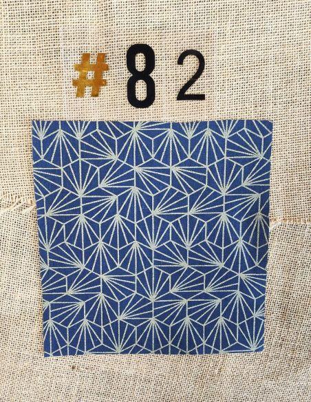 Tissu motifs graphiques pailletés or fond bleu marine pour Pochette personnalisable par l'échoppe de Nine