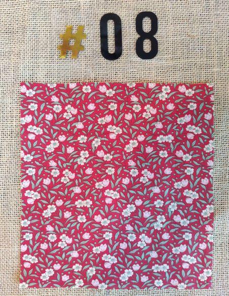 Tissu motif fleurs liberty roses écru fond rouge pour Lingettes personnalisablespar l'échoppe de Nine