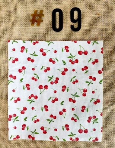 Tissu motif petites cerises rouges fond blanc pour Lingettes personnalisablespar l'échoppe de Nine