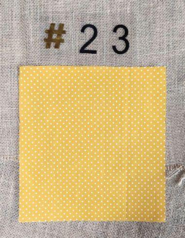 Tissu rétro petits pois blancs sur fond jaune pour Lingettes personnalisablespar l'échoppe de Nine