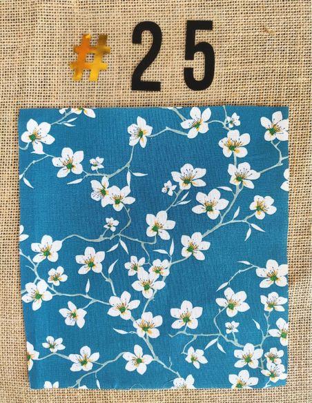 Tissu motifs fleurs de cerisier blanches fond bleu pour Lingettes personnalisablespar l'échoppe de Nine