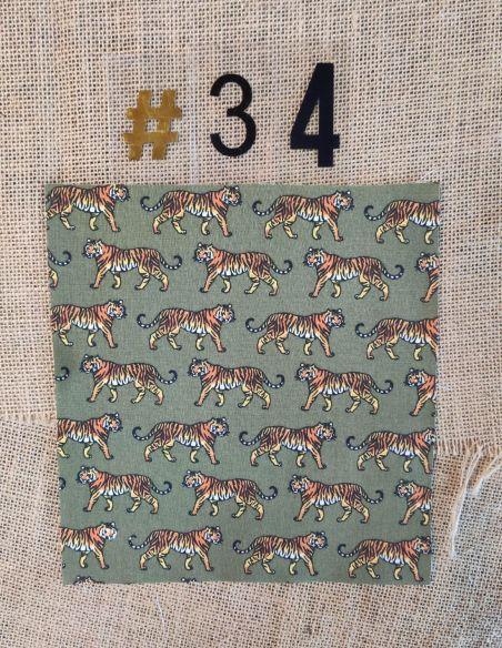 Tissu motifs tigres oranges marrons & noirs fond kaki pour Lingettes personnalisablespar l'échoppe de Nine