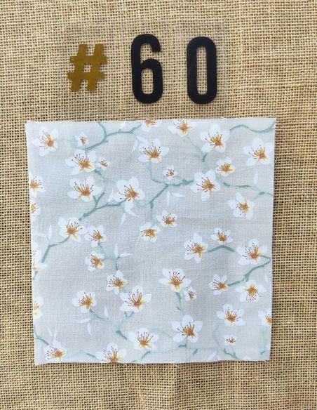Tissu motif fleurs de cerisier blanches fond gris clair pour Lingettes personnalisablespar l'échoppe de Nine