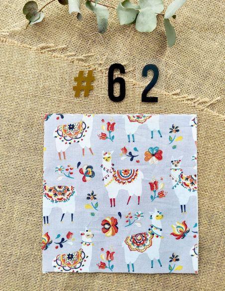 Tissu motifs lamas colorés jaune orange bleu fond gris pour Lingettes personnalisablespar l'échoppe de Nine
