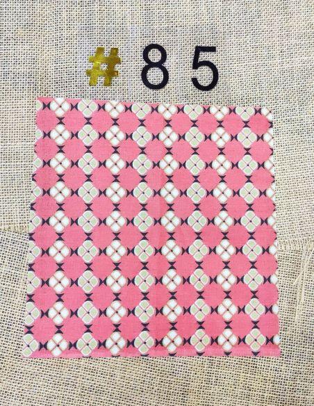 Tissu motifs vintages graphiques bronze clair fond corail  pour Lingettes personnalisablespar l'échoppe de Nine